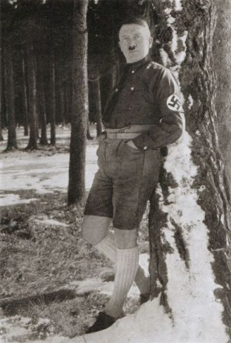 Hitler%20looking%20faintly%20ridiculous%20in%20lederhosen%20&%20long%20socks-677555